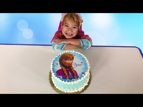 Layla dresses up as Frozen Anna and has cake