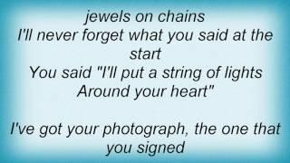 Fairground Attraction - Moon On The Rain Lyrics