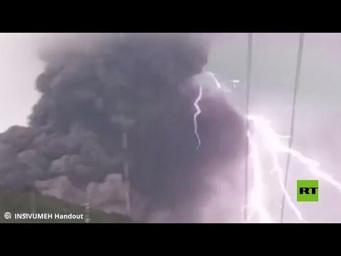 العرب اليوم - شاهد: صاعقة تضرب البركان في غواتيمالا