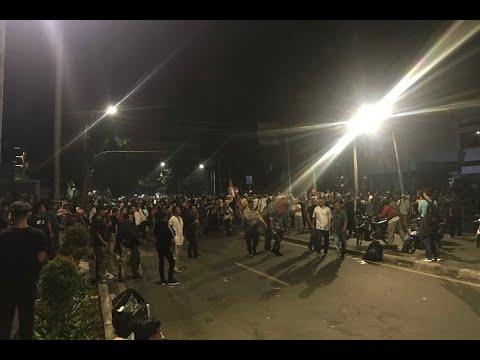 [TERBARU] Dipukul Mundur dari Bawaslu, Massa Serang Aparat dengan Petasan