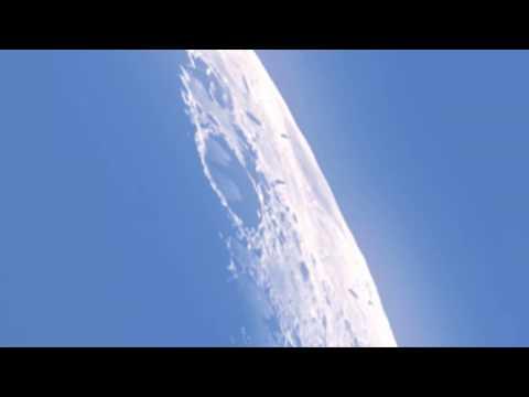 Er is Leven op de Maan!