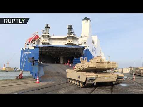 العرب اليوم - شاهد: تفريغ العربات العسكرية الأميركية في ميناء ألماني