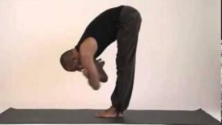 Смотреть онлайн Небольшой комплекс йоги для разминки начинающим