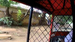 preview picture of video 'Malindi in TukTuk dal Nakumatt a Maimoon Medical Centre'