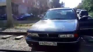 В Томске автомобиль застрял на рельсах