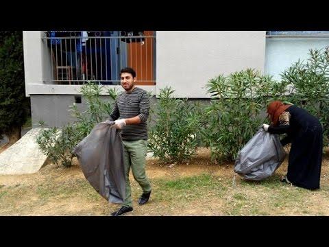 Béziers (34) : Des clandestins squatters nettoient un quartier pour se faire accepter