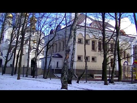 Вход православных в храм