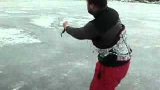 preview picture of video 'IceSkate kiting'