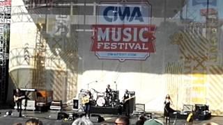 """I Just Wanna Be Mad"", Terri Clark, 2016 CMA Music Festival"