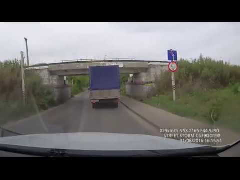 Неожиданно, на дорогу выскочил железнодорожный мост