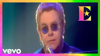 ThrowbackThursday with Elton taking to the stage of Caesars Palace to perform