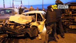 Первые минуты после ДТП на Кузнечевском мосту в Архангельске.