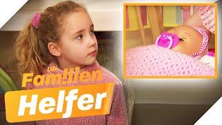 Nicht ohne meine Puppe! Darum klammert Mina (7) so an dem Spielzeug... | Die Familienhelfer | SAT.1