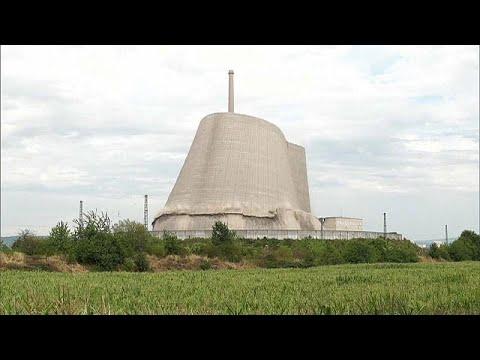 العرب اليوم - شاهد: لحظة انهيار برجٍ تبريد خرساني لمفاعل نووي في ألمانيا