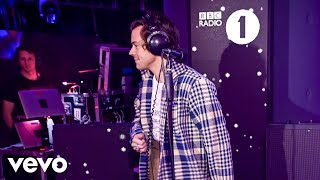 Harry Styles covers Lizzo Juice in the BBC Radio 1 Live Lounge  http://vevo.ly/V4jgBZ