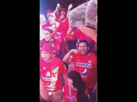 """""""La Banda Del Rojo ya llegó..."""" Barra: La Banda del Rojo • Club: Municipal"""