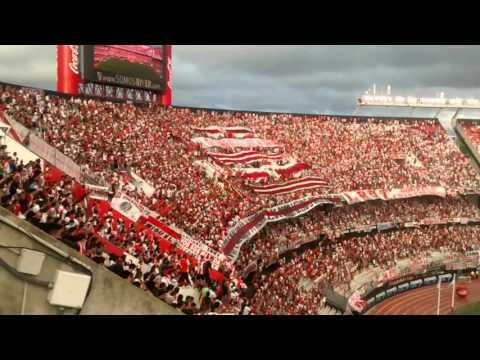 """""""River corazón, esta es tu hinchada que te quiere ver campeón + Dale River"""" Barra: Los Borrachos del Tablón • Club: River Plate"""