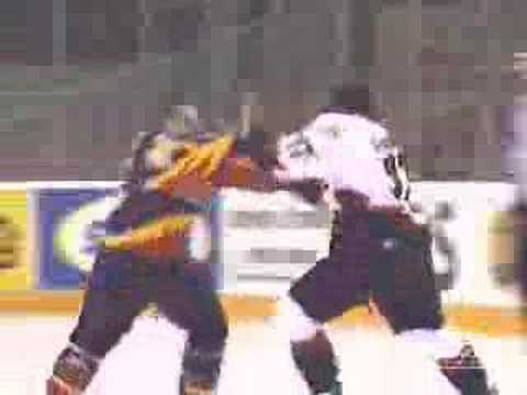 Wayne Simmonds vs Brian Shaw