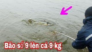 CÂU CÁ LÚC BÃO SỐ 9, CẦN THỦ TIỀN GIANG ĐỤNG ĐỘ THỨ DỮ // Fishing in the storm