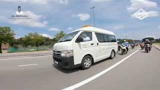 Polis mengiringi van yang membawa Jenazah Ustaz Syed ke Tanah Perkuburan Islam Sungai Tangkas.