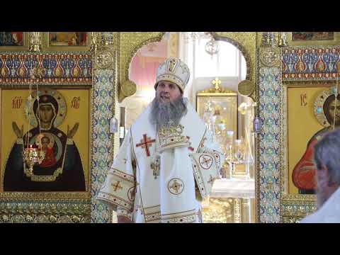 Митрополит Даниил в праздник Преображения Господня освятил плоды в Александро-Невском соборе