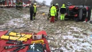 preview picture of video '02.02.2011 - Wiesloch-Frauenweiler - Pkw überschlägt sich auf der B 3'