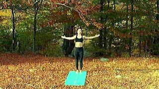 Drönare - Kvinna som utövar yoga med mera