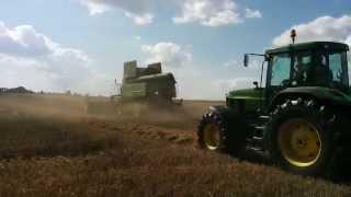 preview picture of video 'Landwirte holen den Weizen ein - Ernte in der Region Freiberg'