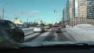 Управление на скользкой дороге зимой.
