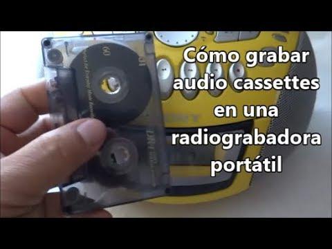 Cómo grabar un cassette en una radio-grabadora portátil
