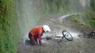 Stunt on the Death Road (www.xtremedownhill.com)
