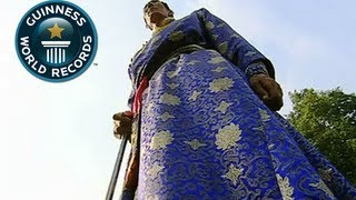 Tallest Man In The World: Xi Shun - Guinness World Record