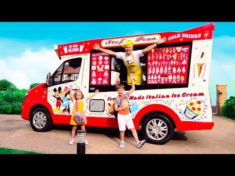 Дети играют в вагончике мороженого (видео)
