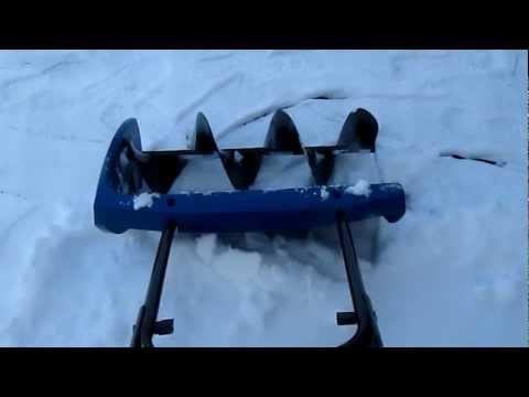 Einhell MSF 570 Manuelle Schneefräse - Beginnend mit der Schneeräumung auf dem Hof 