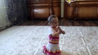 Хатуба танец, девочка танцует 2 годика