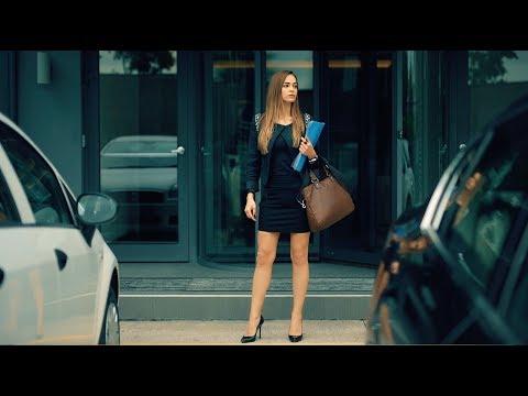 Topuklu Ayakkabı Giyen Kadın vs Babet Giyen Kadın
