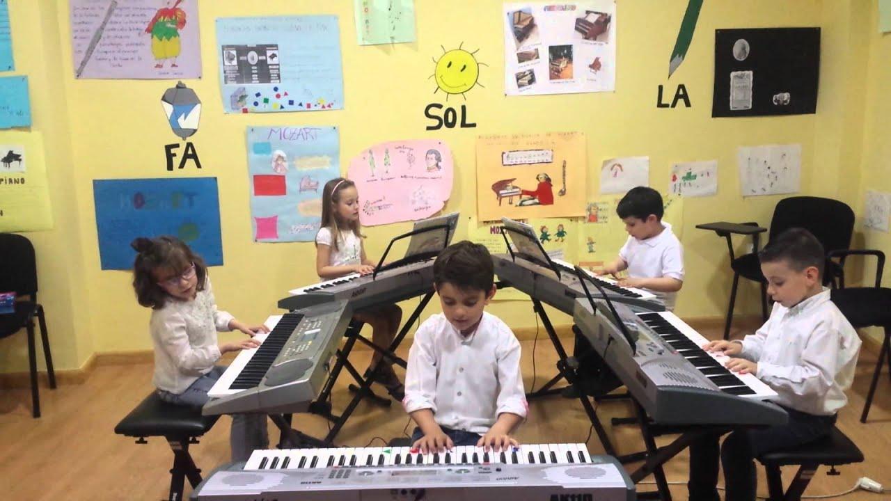 El gato Miau - Grupo de alumnos de Mi Teclado 1 - Sinfonía Musical