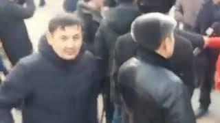 В Алматы  собрался народ возле...  Люди вспоминают  Желтоксан и Жанаозен - 16 декабря