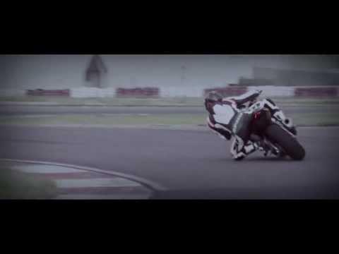 2014 Aprilia Tuono V4 R ABS Tanıtım Videosu