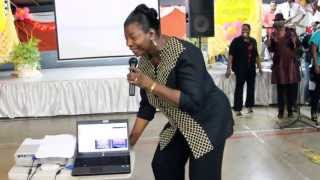 Rev. Angela Williams - Massa Burdens Lifted (live)