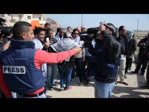 الصحفي اياد حمد يتحدث عن اعتداء قوات الاحتلال على الصحفين في بوابة القدس
