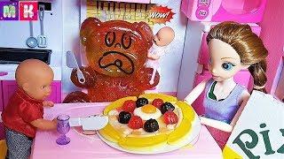 ЖЕЛЕЙНЫЙ МЕДВЕДЬ НА УЖИН. КАТЯ И МАКС ВЕСЕЛАЯ СЕМЕЙКА #Мультики с куклами #Барбимультики