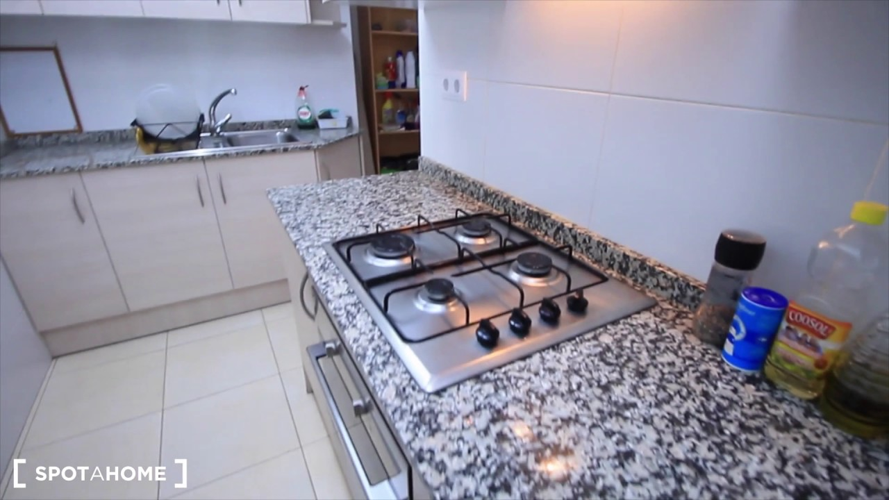 Rooms for rent in a cosy 3-bedroom apartment in Sants