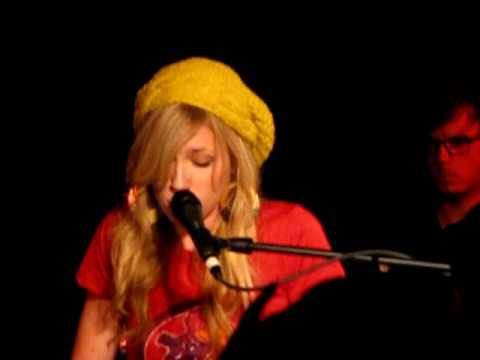 Brooke White - Rhiannon (Fleetwood Mac cover) - The Bottleneck - Lawrence, KS - 9/29/09
