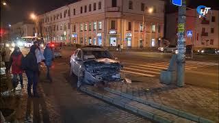 Сразу несколько машин столкнулись на перекрестке Большой Санкт-Петербургской и Стратилатовской