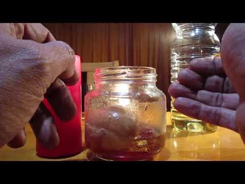 Las setas de la cantarela del hongo de las uñas