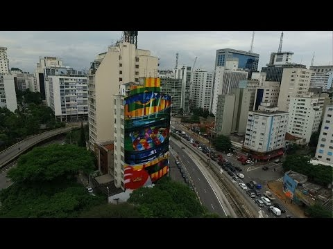 Homenagem gigante a Ayrton Senna domina Avenida Rebouças