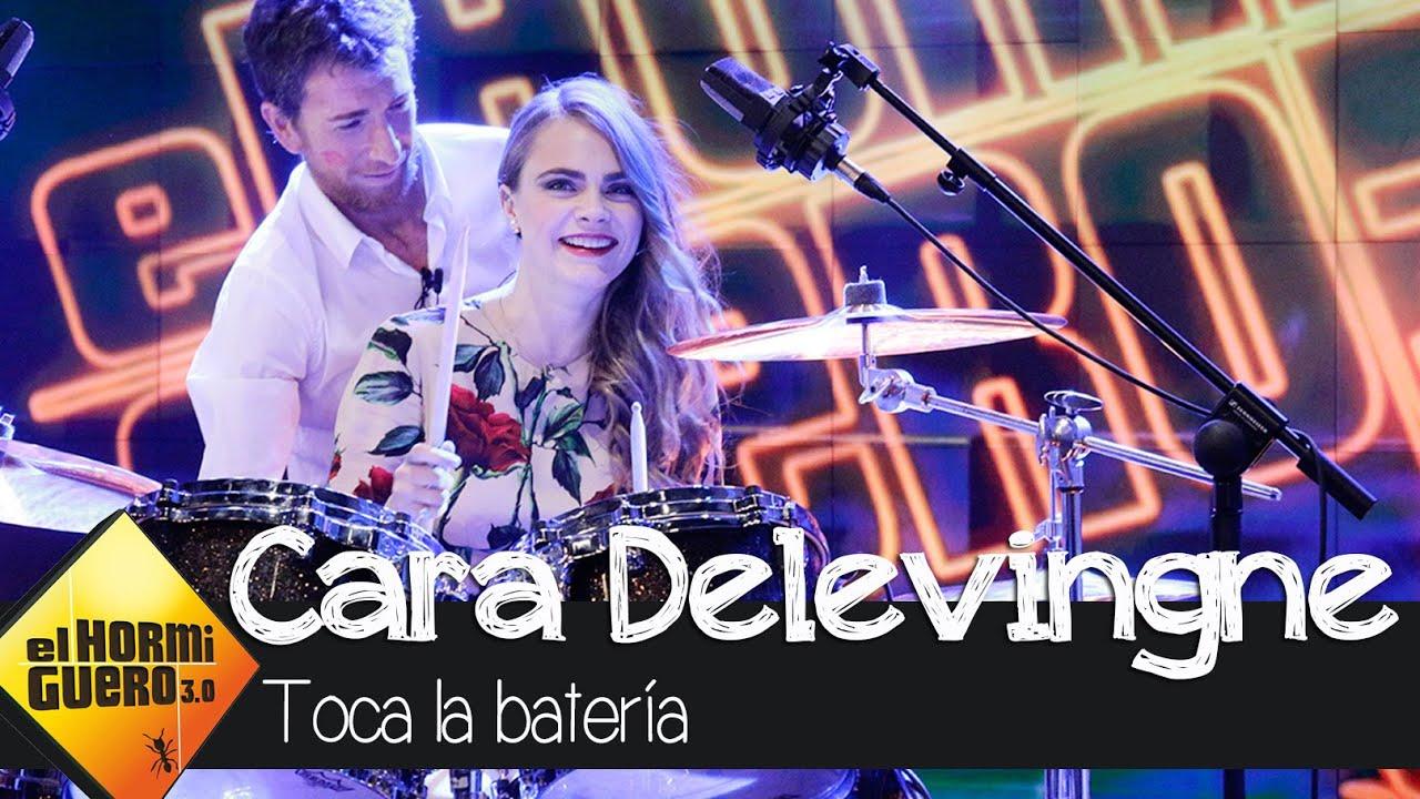 Cara Delevingne toca la batería en El Hormiguero 3.0