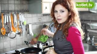 Makaron z małżami w sosie pomidorowym - KOTLET.TV