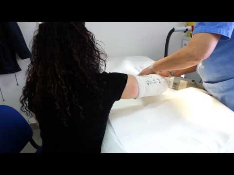 La curvatura di spina dorsale al bambino a che il dottore andare